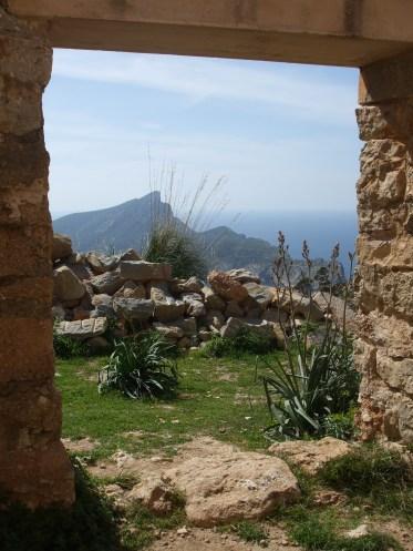 Vistas de la Dragonera desde las ruinas de La Trapa