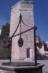 Plaza de los 5 pozos y Torre del Capitan