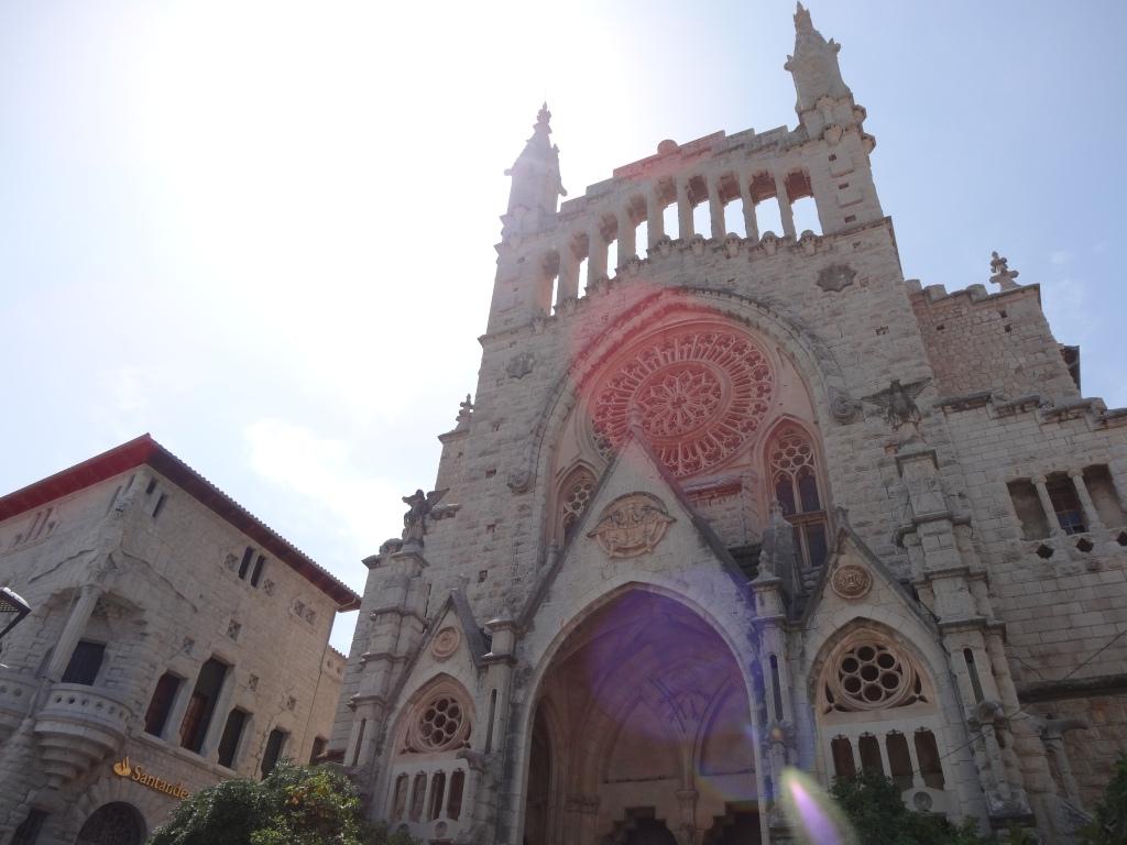 Banco de Soller e Iglesia de San Bartomeu