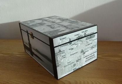 Caja decorada con postales, decoupage