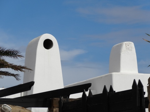 Típica chimenea blanca del Cabo de Gata