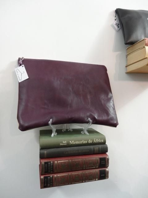 Estanterías hechas con libros