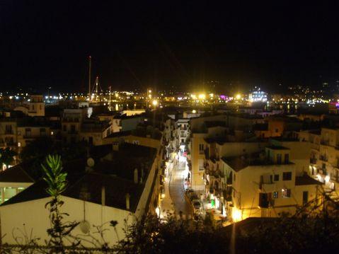 Vistas de Ibiza de noche