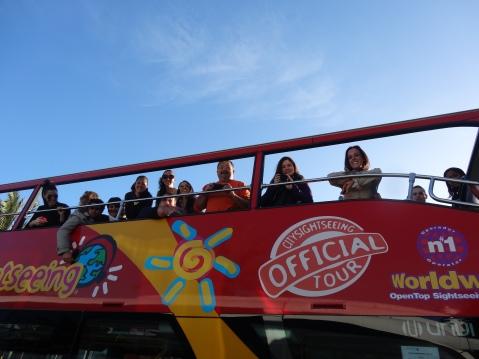 Blogueros en el bus turístico