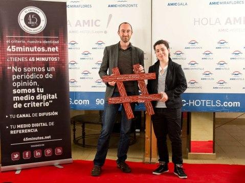 @ivanmasip y @lara_seda posando con las barras cruzadas Foto de Toni Matos