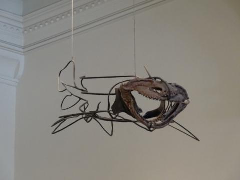 Uno de los animales suspendidos en el techo