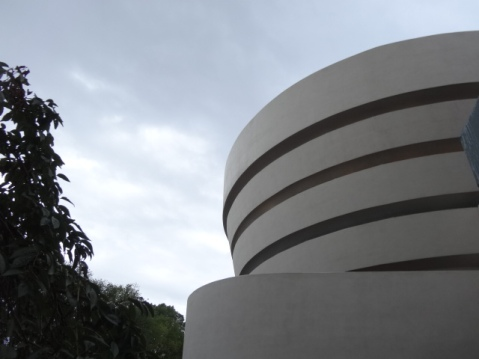 Cielo nublado sobre en Guggenheim de NY